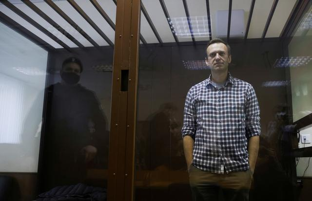 Jailed Kremlin critic Navalny asks for painkiller injections: public commission