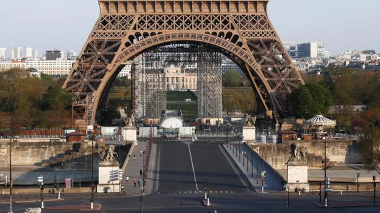 Paris goes into lockdown as COVID-19 variant rampages